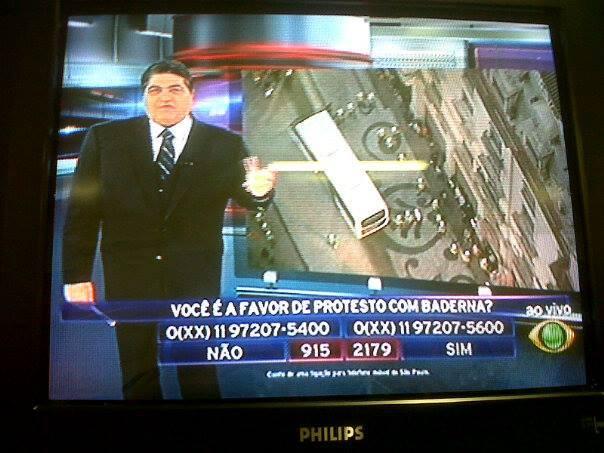 """Datena é """"supreendido"""" com resultado da enquete para lá de dirigida pela emissora de TV. É a TV sendo ocupada pela sua segunda tela, a internet. (Foto de José Geraldo Couto, no facebook)"""